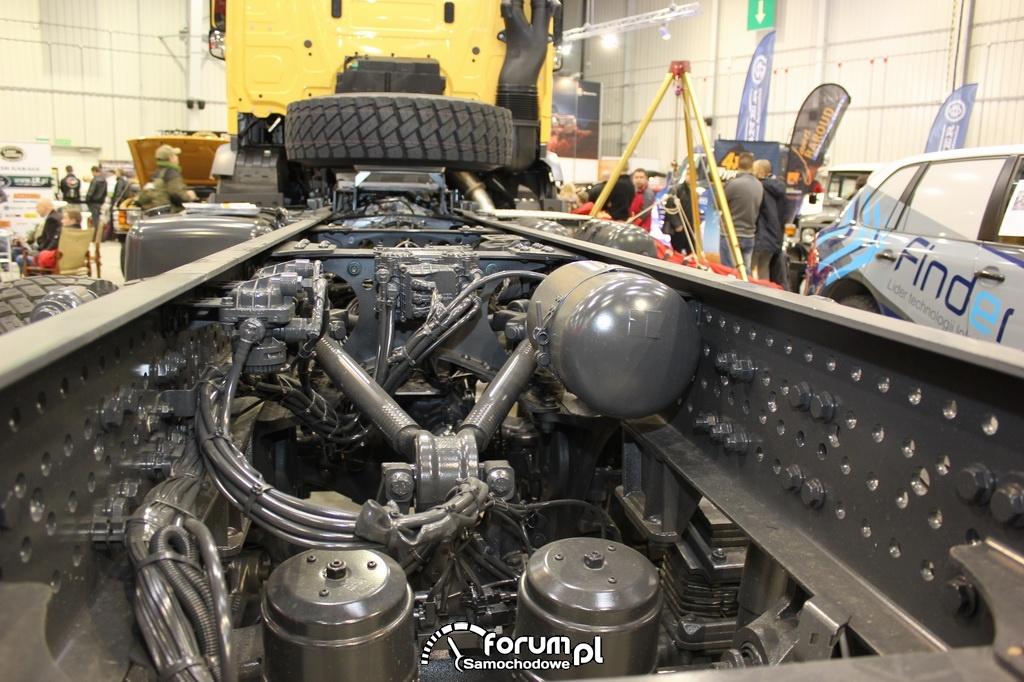 Mercedes Arocs, rama i instalacje