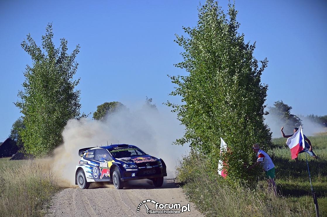 Volkswagen Polo R WRC, bokiem na zakręcie