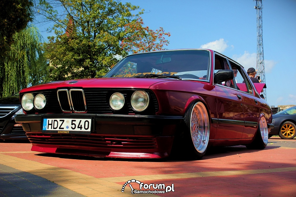 BMW E28, przód