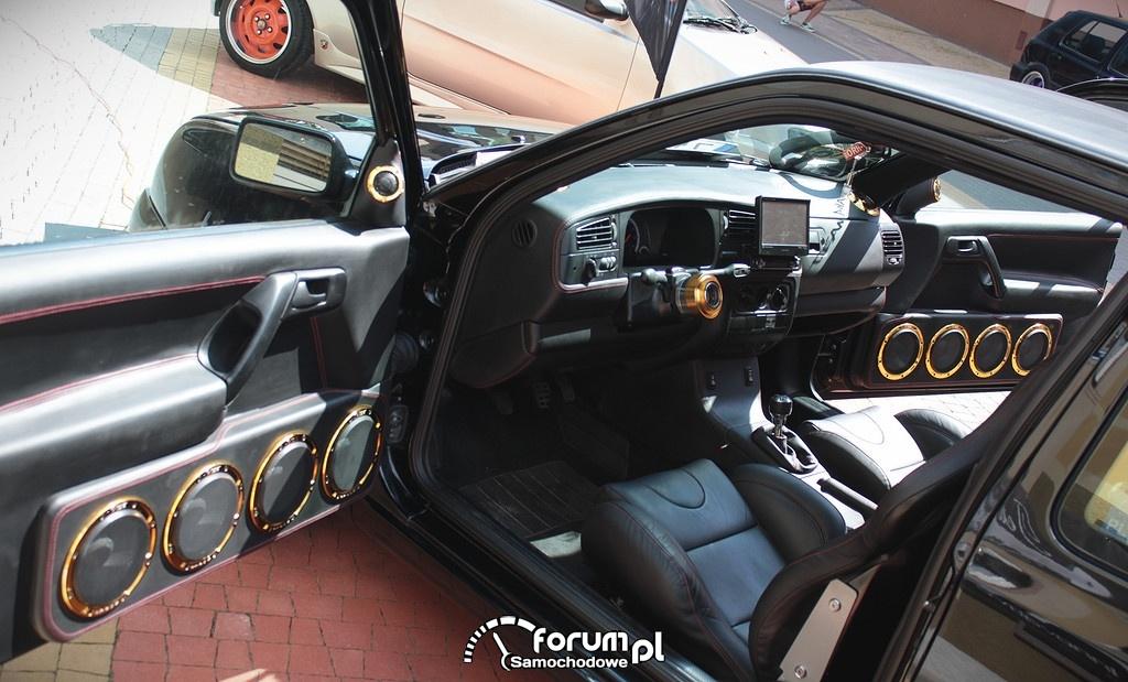 Zabudowa drzwi głośnikami, VW Golf III