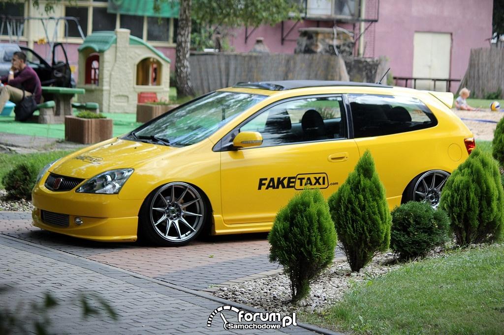 Żółta Honda Civic VII