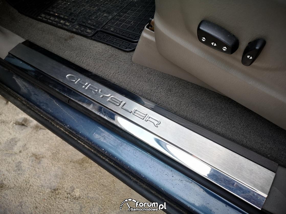 Chrysler Grand Voyager 3.3 LIMITED, chromowane listwy na progach
