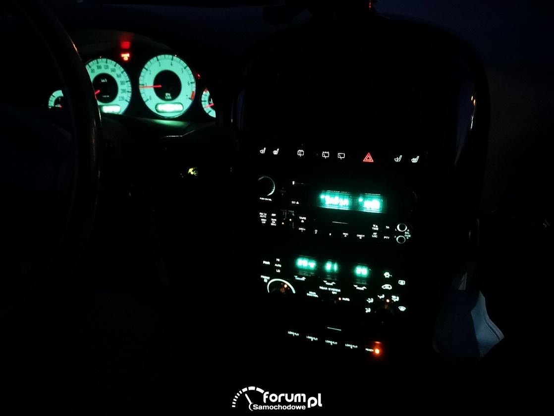 Chrysler Grand Voyager 3.3 LIMITED, podświetlenie deski