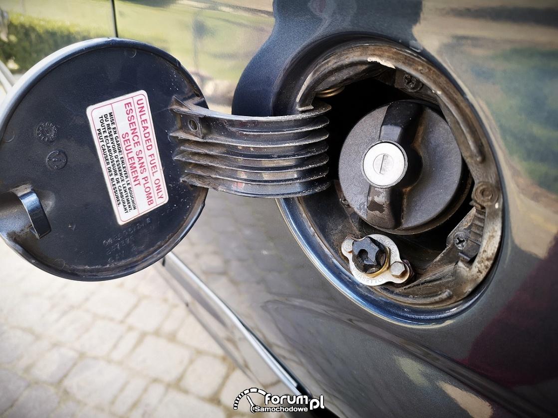 Chrysler Grand Voyager 3.3 LIMITED, wlew gazu pod klapką