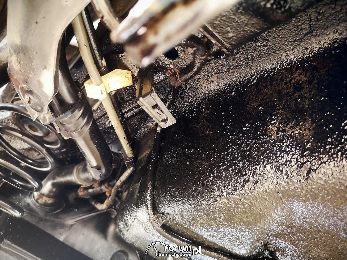 Pistolet do konserwacji podwozia i profili ze zbiornikiem