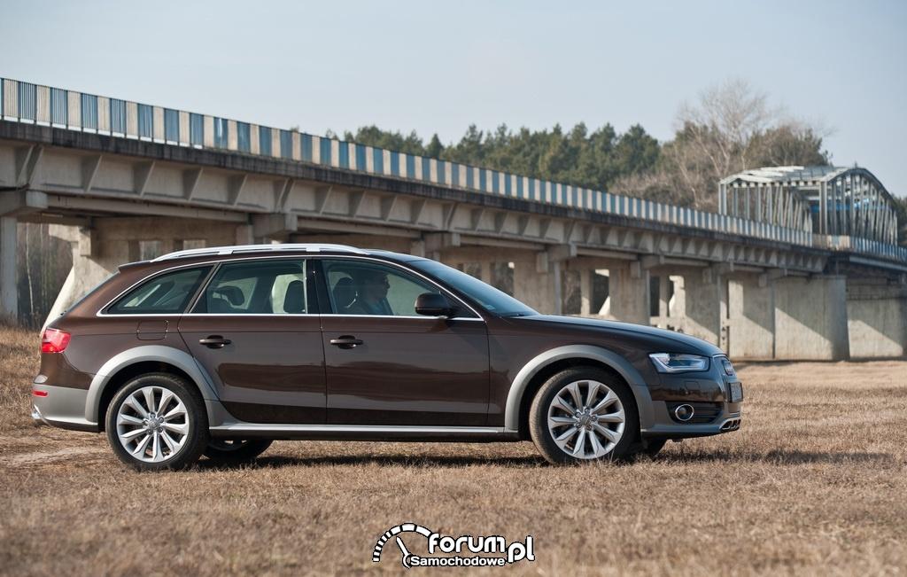 Audi A4 allroad quattro, bok