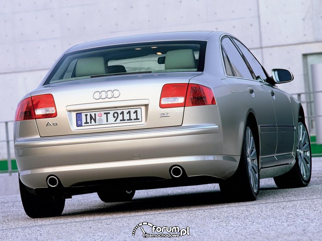 Audi A8 D3, tył