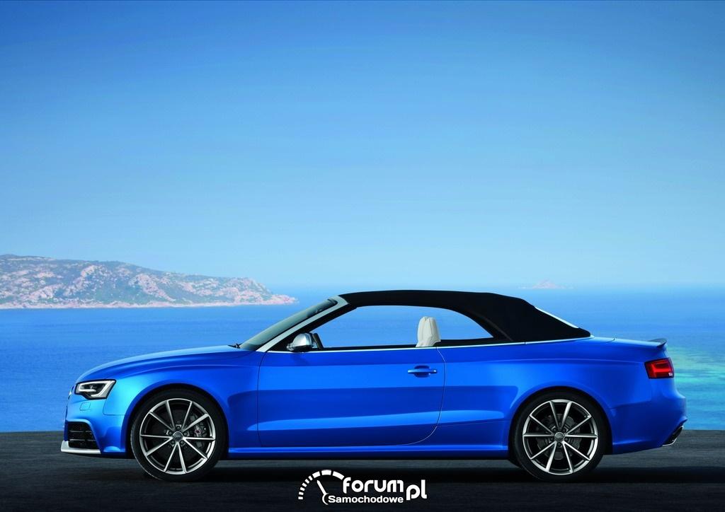 Audi RS 5 Cabriolet z zamkniętym dachem, bok