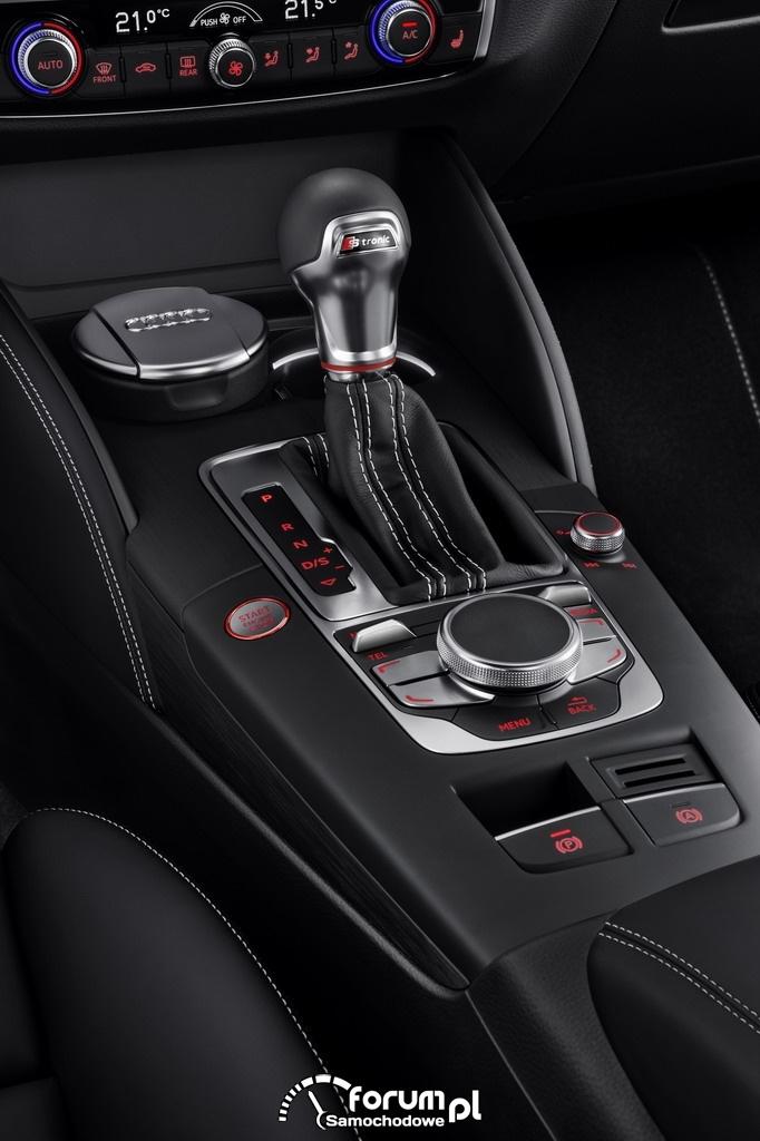 Audi S3 Sportback 2.0 TFSI o mocy 300KM, konsola środkowa i drążek zmiany biegów