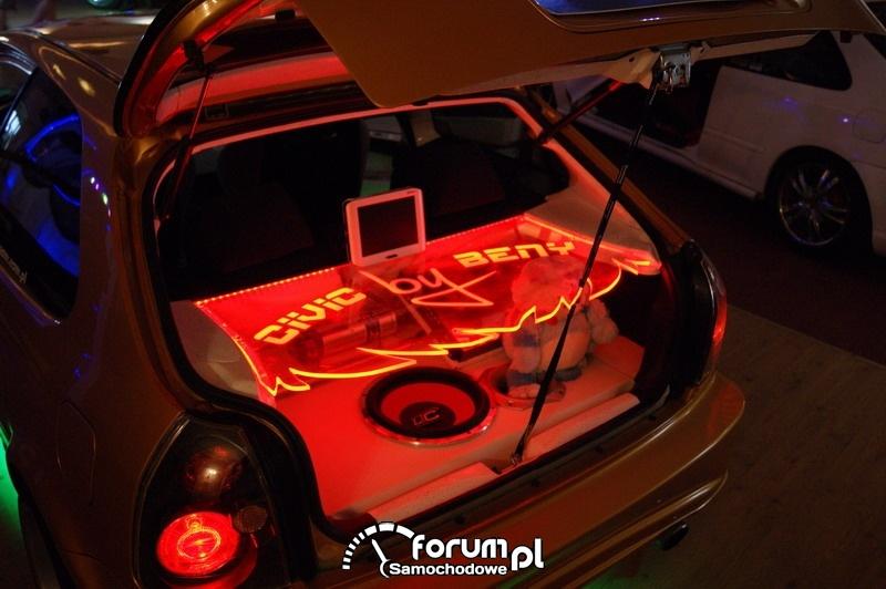 Car Audio z podświetleniem w bagażniku