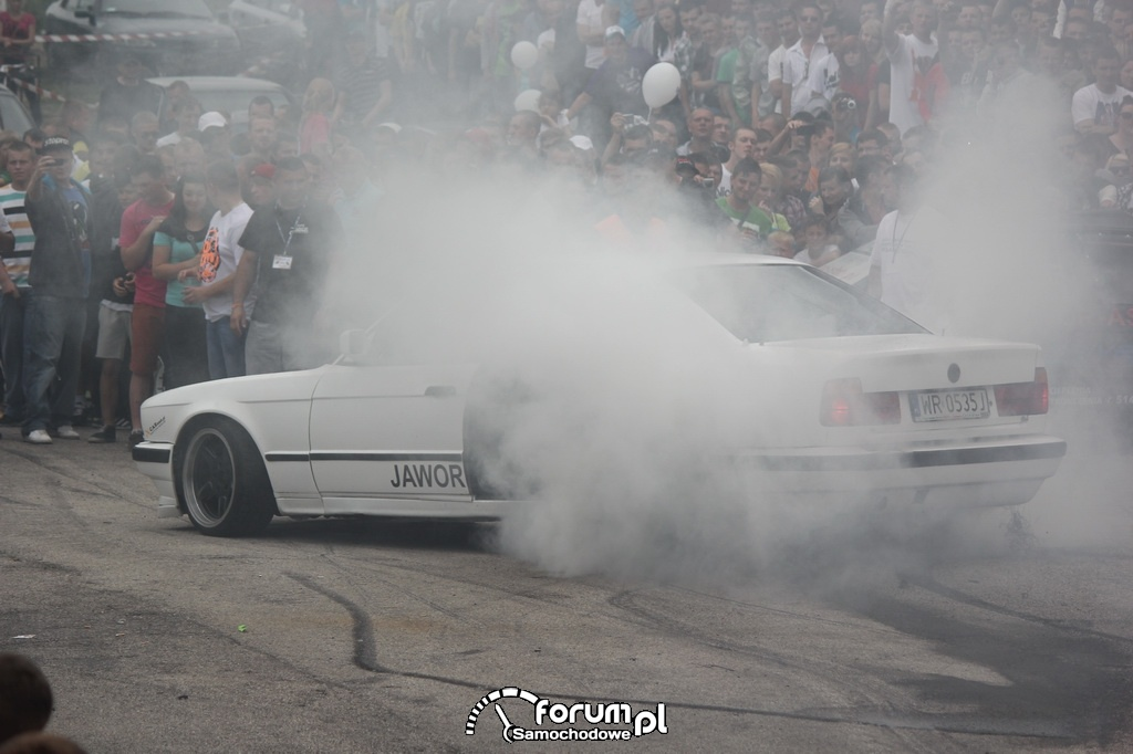 BMW E34 serii 5, palenie gumy, 7