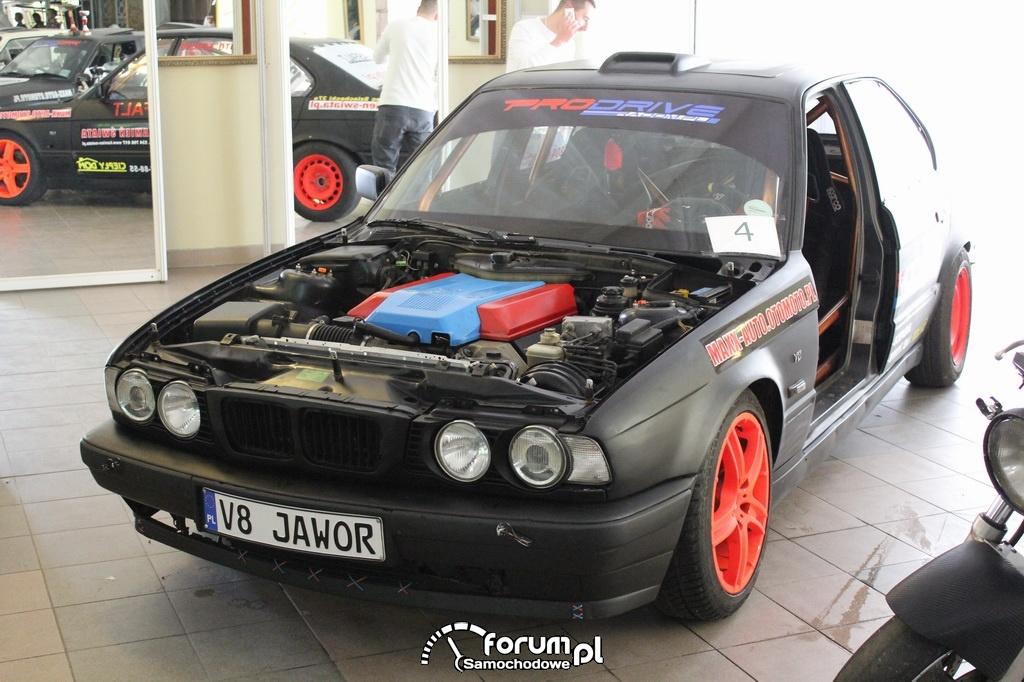 BMW E34 serii 5, samochód do driftu