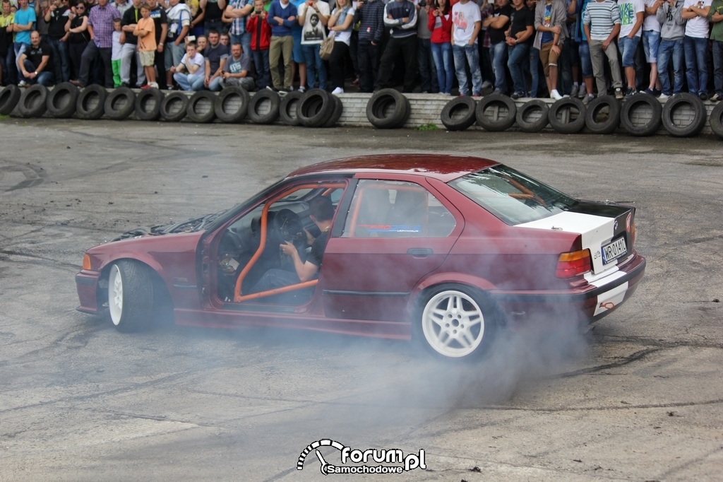 BMW E36 serii 3, palenie gumy, 2