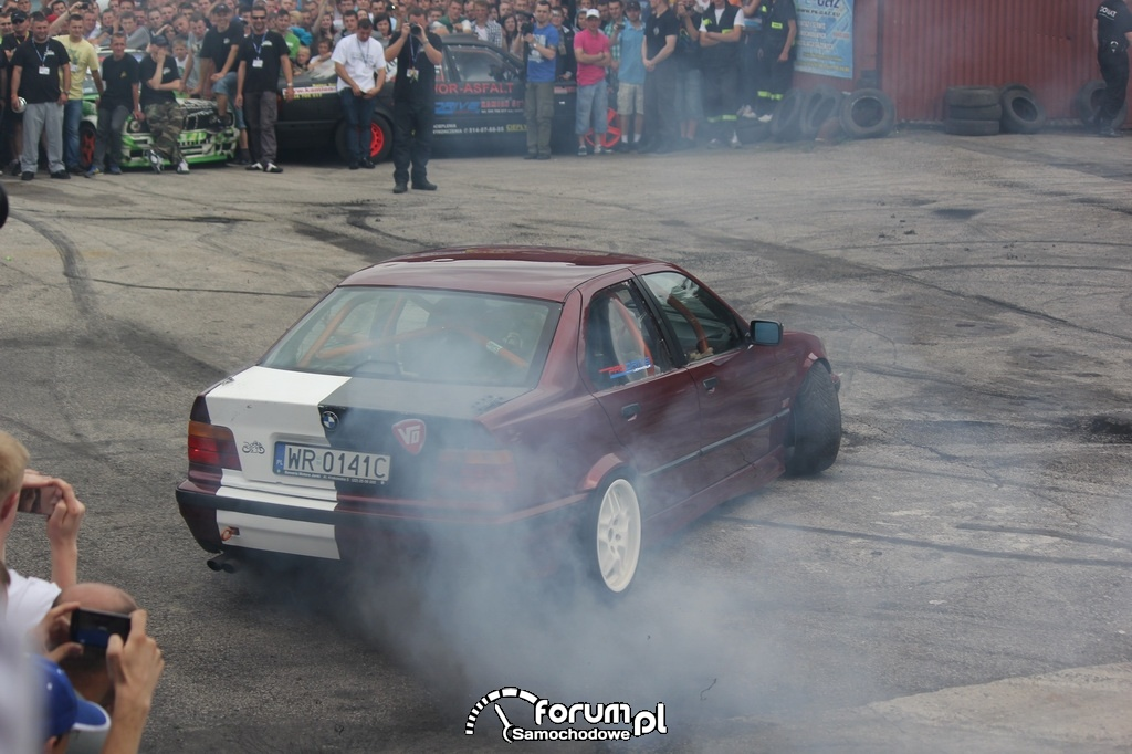 BMW E36 serii 3, palenie gumy, 7