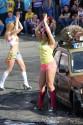 Myjnia bikini, dziewczyny