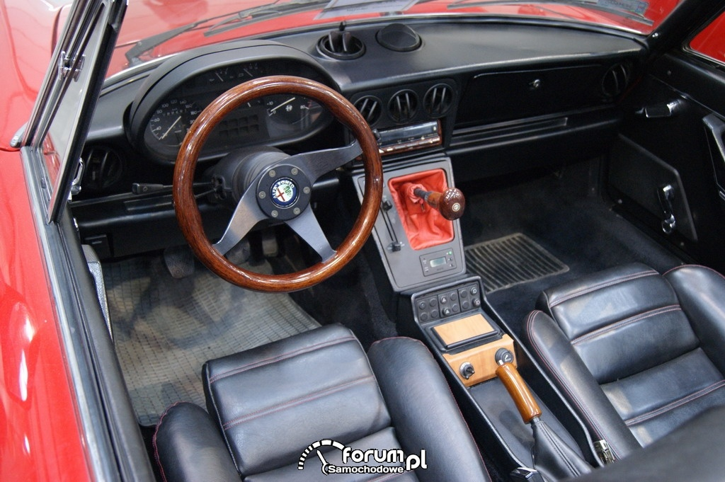 Alfa Romeo Spider, wnętrze, 1986 rok