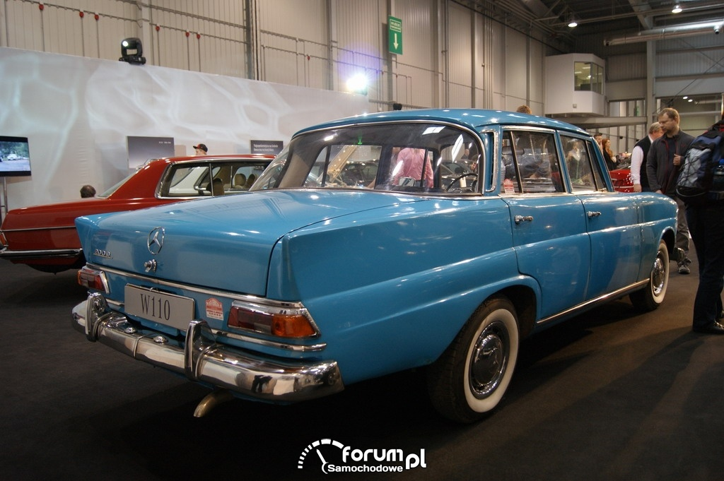 Mercedes-Benz W110, tył