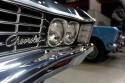 Chevrolet Impala 327, emblemat na przednim grillu