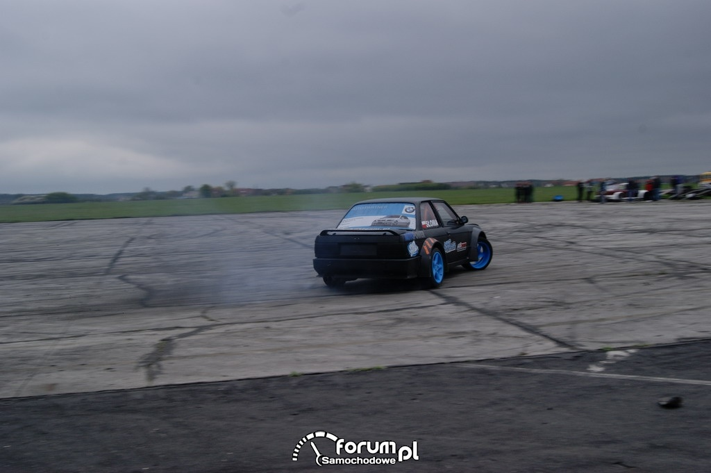 BMW E30, lotnisko, drift, 6