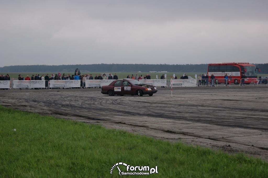 Ford Sierra, lotnisko, drift, 3