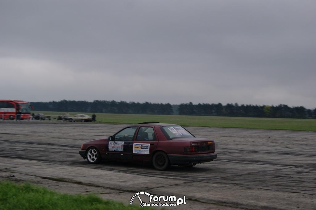 Ford Sierra, lotnisko, drift