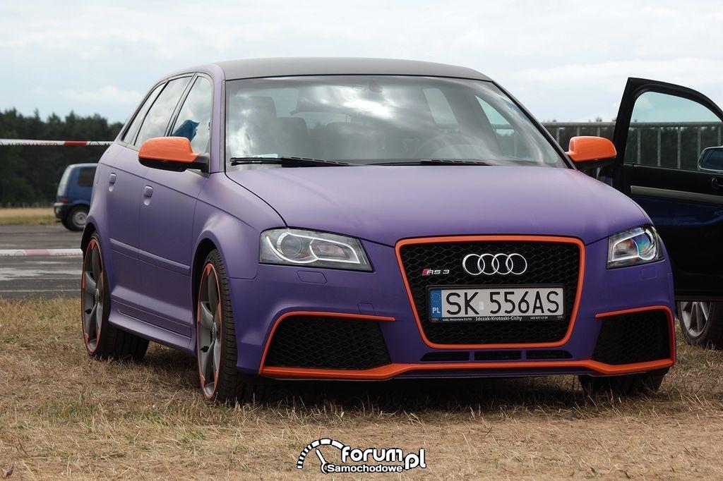 Audi RS3, fioletowy mat z pomarańczowymi wstawkami