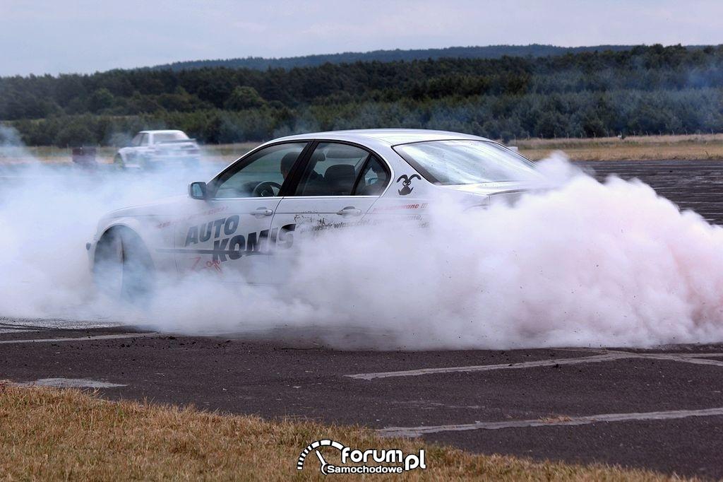 BMW E46, palenie gumy do wystrzału