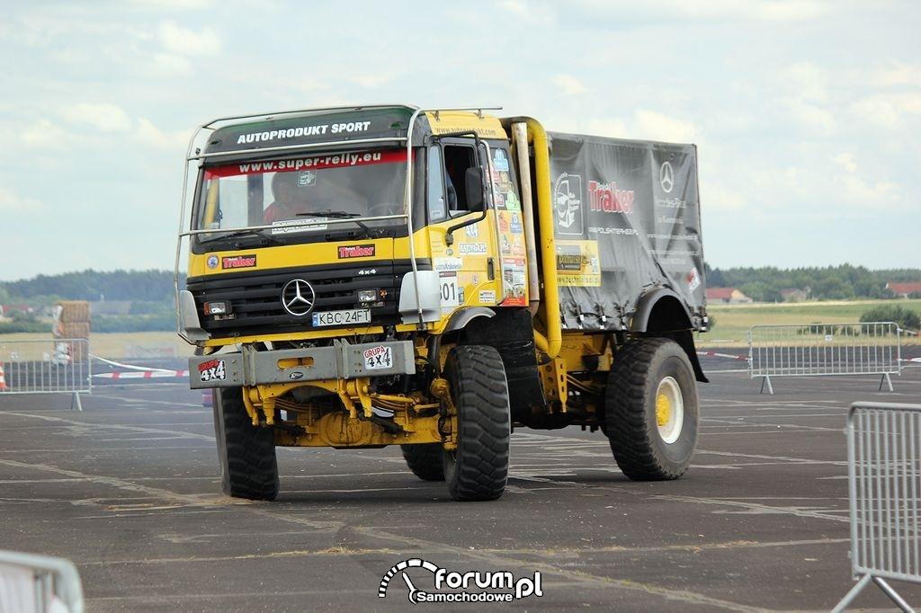 Mercedes - ciężarówka terenowa