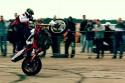 Stunt motocyklowy, jazda na tylnim kole, 2