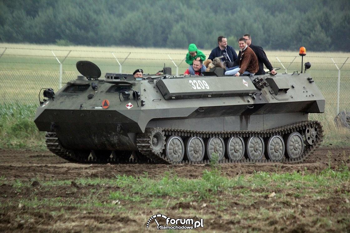 Militarny pojazd gąsienicowy