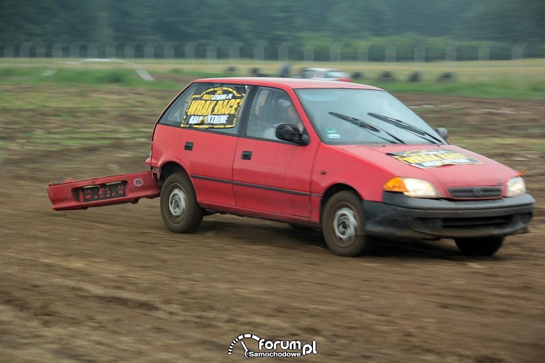 urwany zderzak w Suzuki Swift, Wrak Race