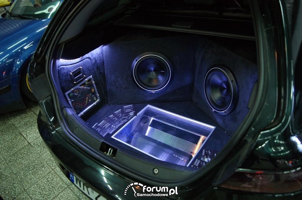 W superbly Alfa Romeo 159 wagon, zabudowa bagażnika Car audio zdjęcie KY33