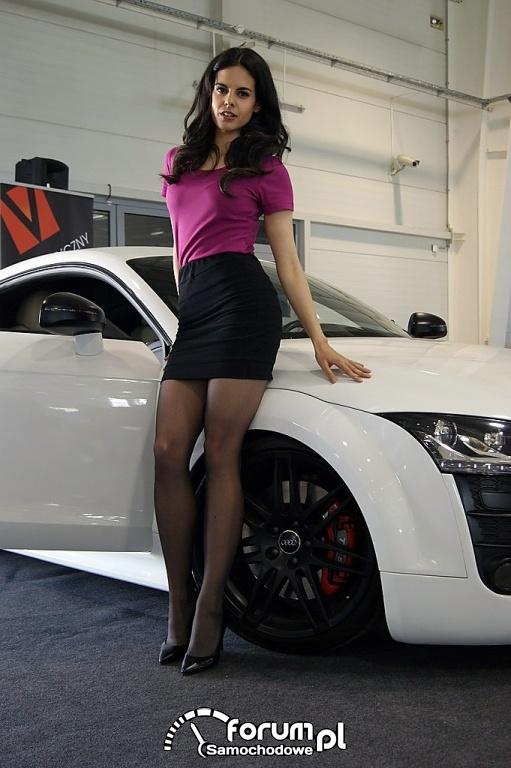 Audi TT (2011-2014) Kahn Design z grillem bez logo i przeszczepionym wyżej, hostessy, dziewczyny, 2