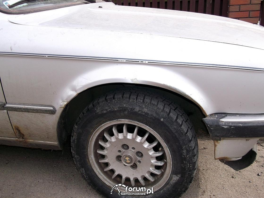 Prawy błotnik BMW 323i