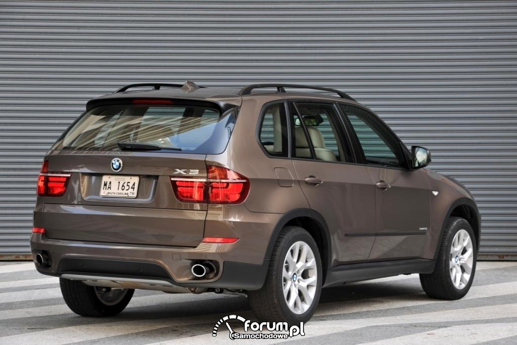 BMW X5 35i xDrive - widok z tyłu