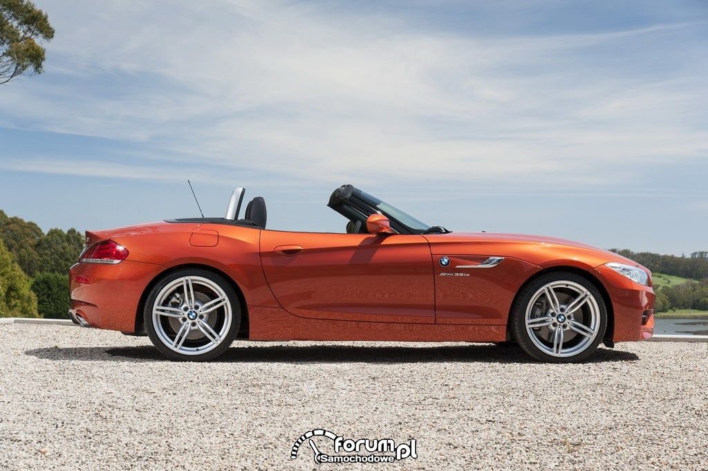 BMW Z4 roadster, otwarty dach, bok