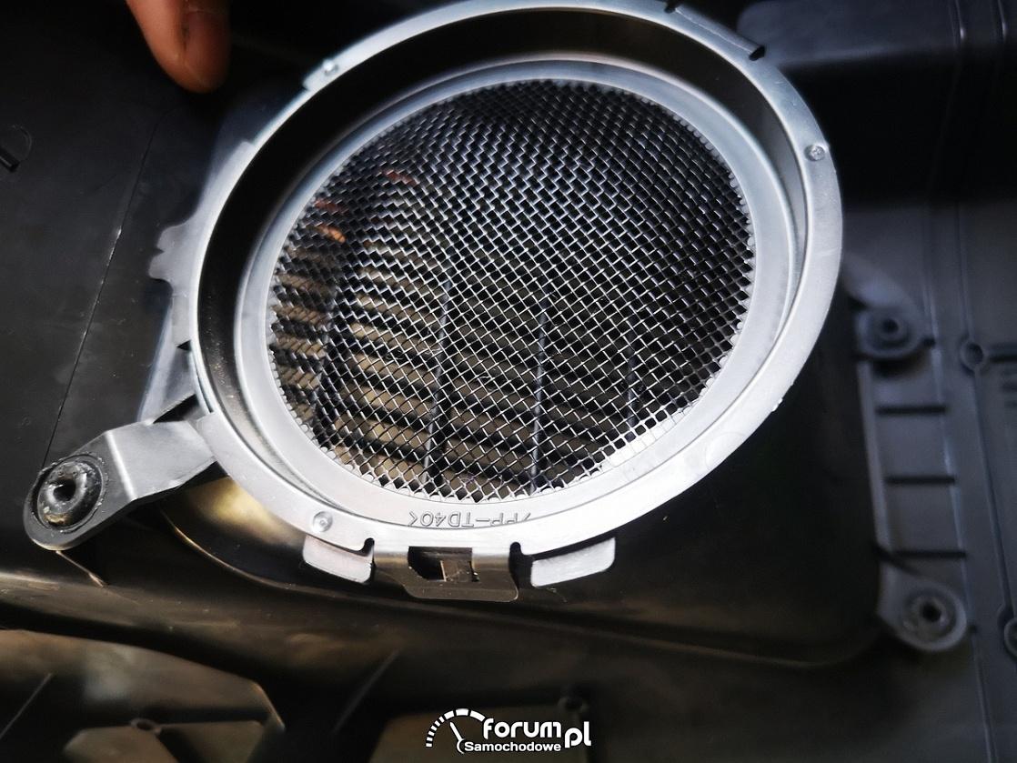Czysty filtr układu chłodzenia baterii trakcyjnej - Toyota Auris Hybrid