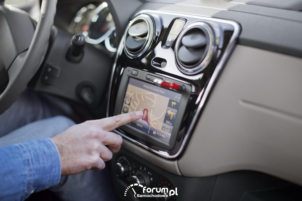 Dacia Lodgy Plug & Radio, multimedialny system wyposażony w najważniejsze funkcjonalności