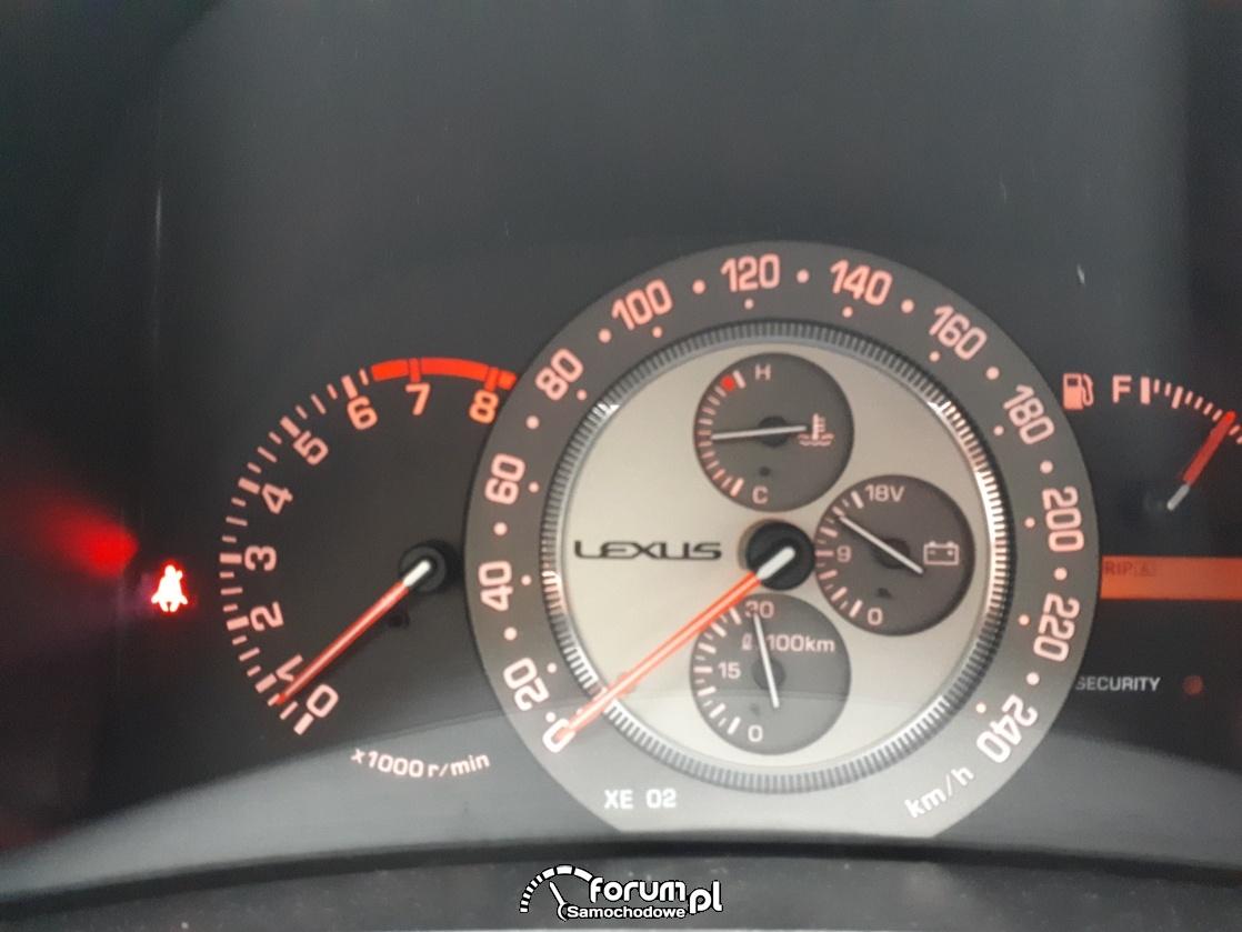 Lexus is200 wolne obroty