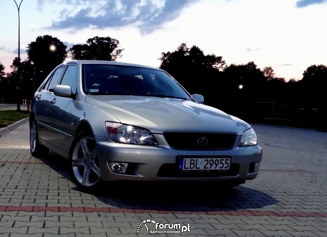 Lexus IS 200, przód