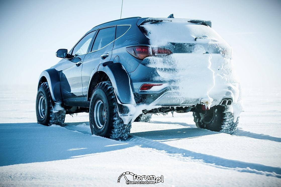 Hyundai Santa Fe, Arctic Trucks, tył w śniegu