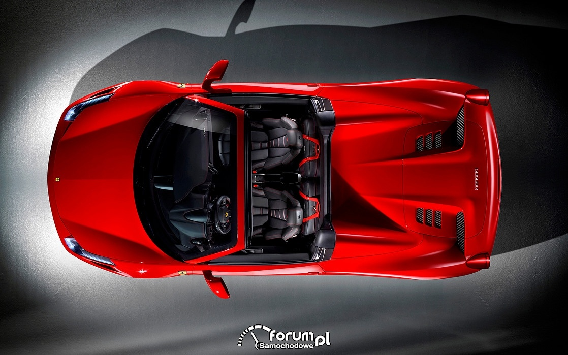 Ferrari 458 Spider z otwartym dachem, widok z góry