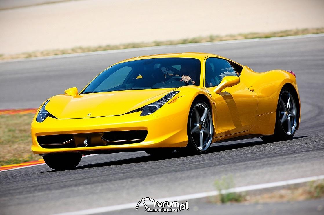 Ferrari 458 Spider, żółty kolor