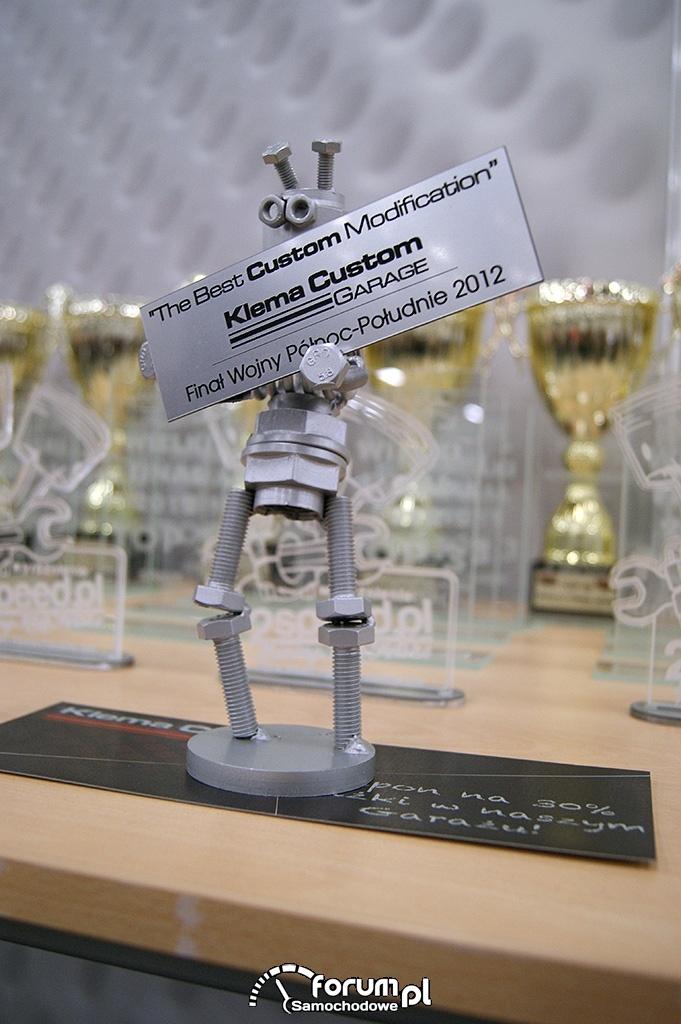 Statuetka - The Best Custom Modification, robot ze śrubek i nakrętek