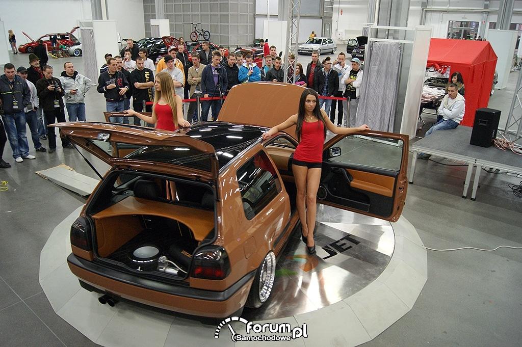 Volkswagen Golf III, brązowy, dziewczyny