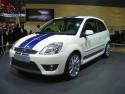 Ford Fiesta ST Mk. VI, biały z niebieskimi pasami