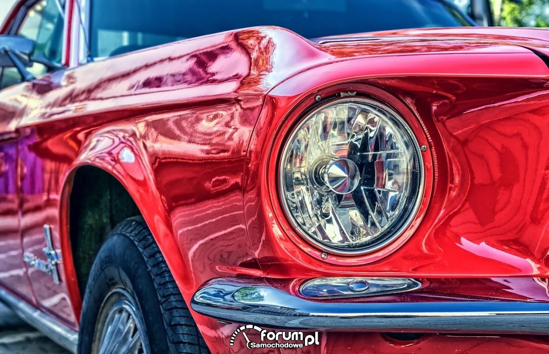Ford Mustang V8, przednia okrągła lampa