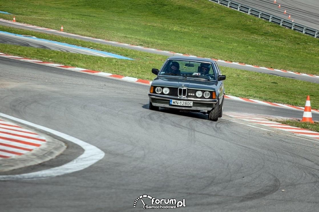 BMW E21, tor wyścigowy