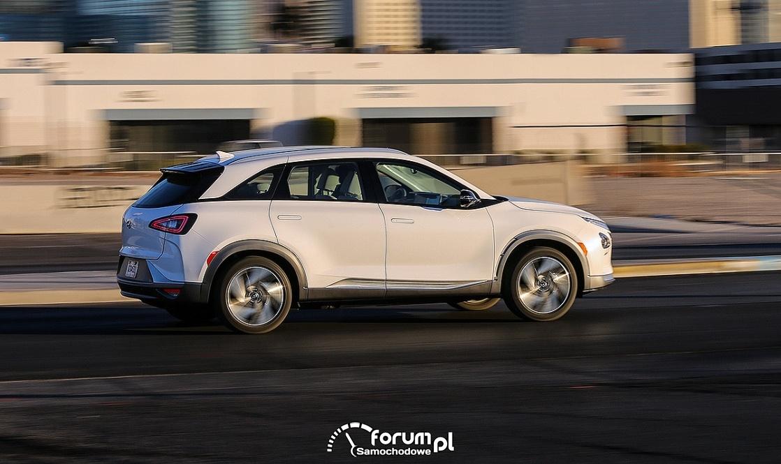 Hyundai NEXO, bok, zasilany ogniwami wodorowymi