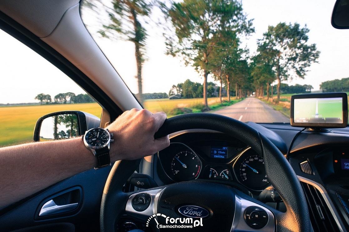 Obowiązkowe systemy ratujące życie w nowych samochodach